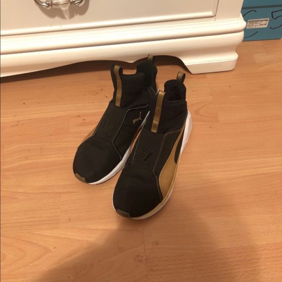 PUMA Women/'s Fierce Gold Cross-Trainer Shoe